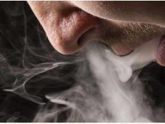咖啡时吸烟会导致脉血管暂时硬化